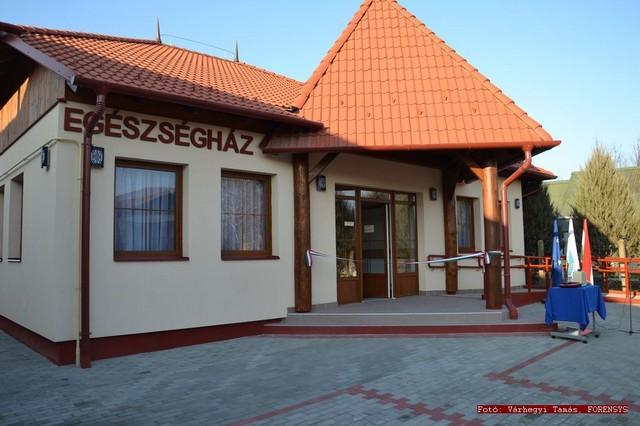 egeszseghaz_atadas_penyige_20111130_001.jpg